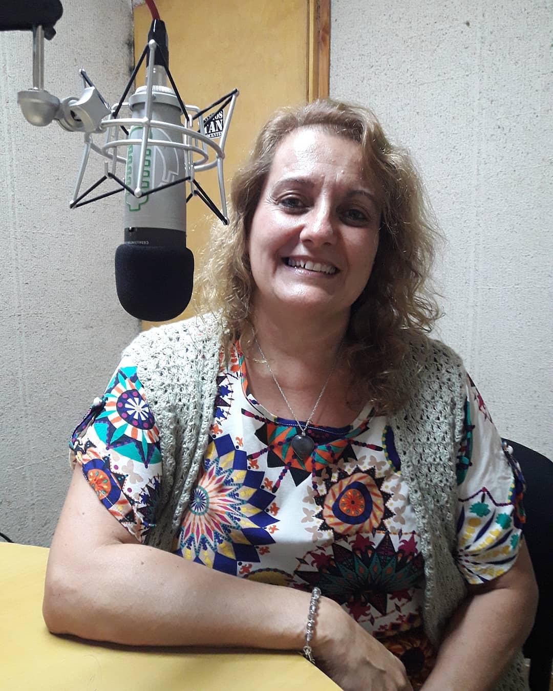 """[Entretejiendo Vínculos] """"Cómo lograr una comunicación clara y profunda con los otros"""" por la Lic. Ma. Fernanda Petrás"""