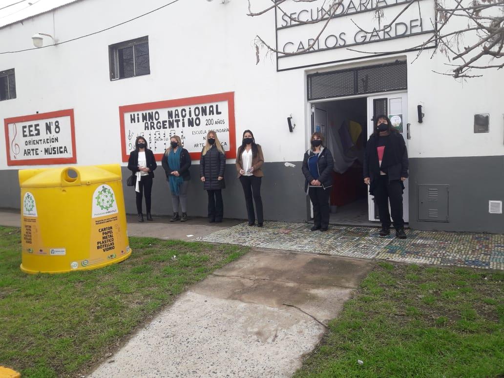 [Chivilcoy Sustentable] Entrega de campanas urbanas a las escuelas participantes de la capacitación de PROMOTORES AMBIENTALES