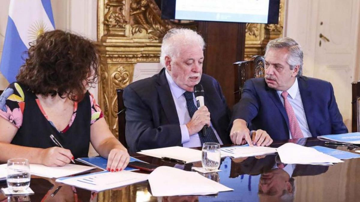 """Mariel Fornoni: """"Se dinamitó la confianza en el plan de vacunación"""""""