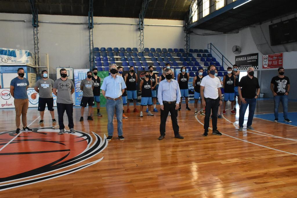 [Deportes] Britos participó de la presentación oficial del equipo de básquet de Racing Club