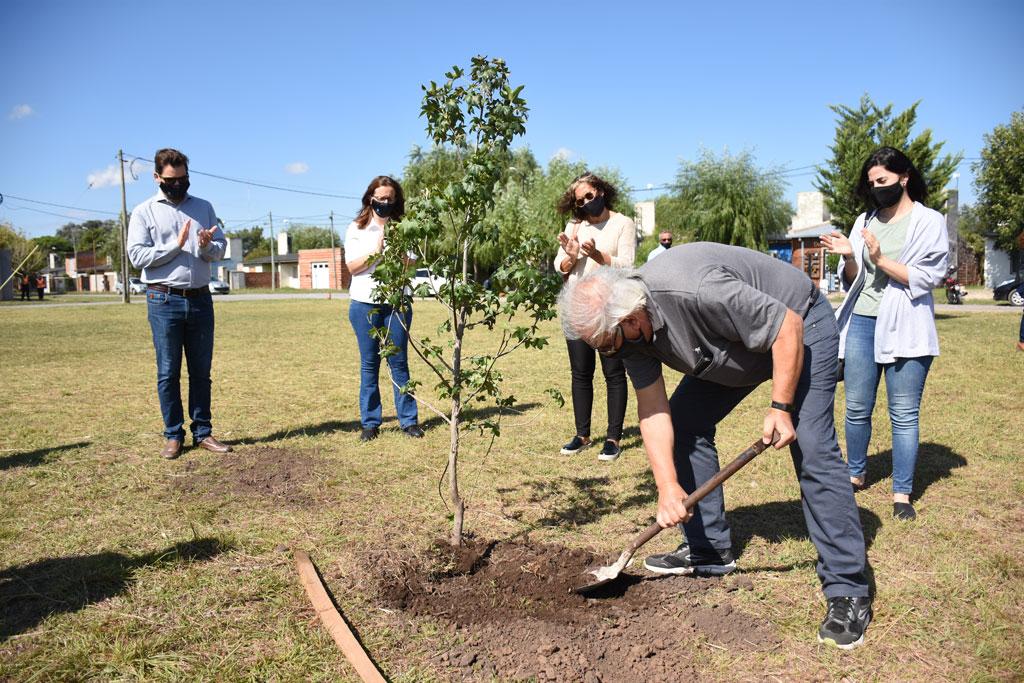 [Municipio] Se plantaron árboles en memoria de los desaparecidos de Chivilcoy