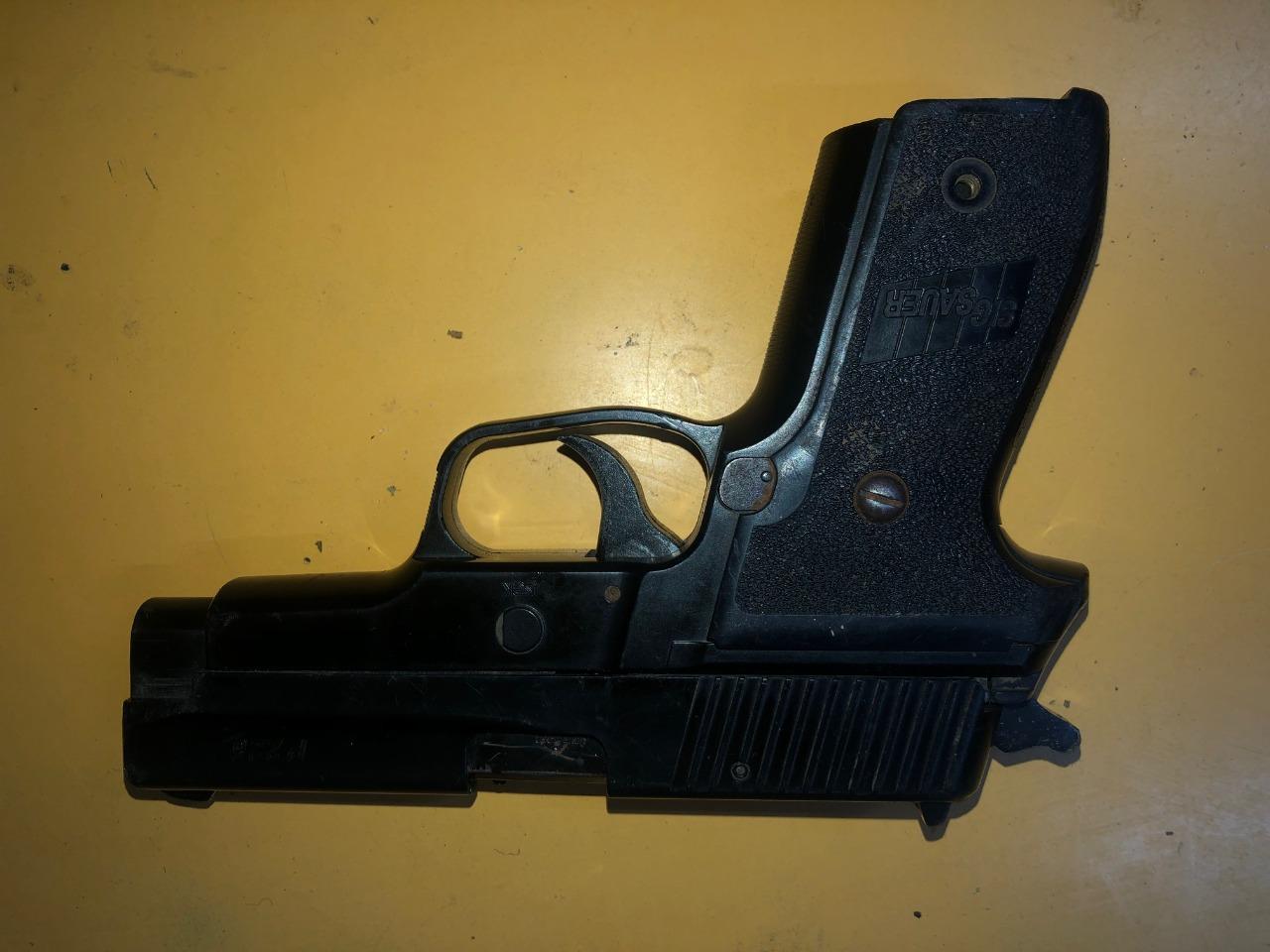 [Policiales] Cuatro personas detenidas por portación de arma de fuego y robo de un vehículo en el conurbano