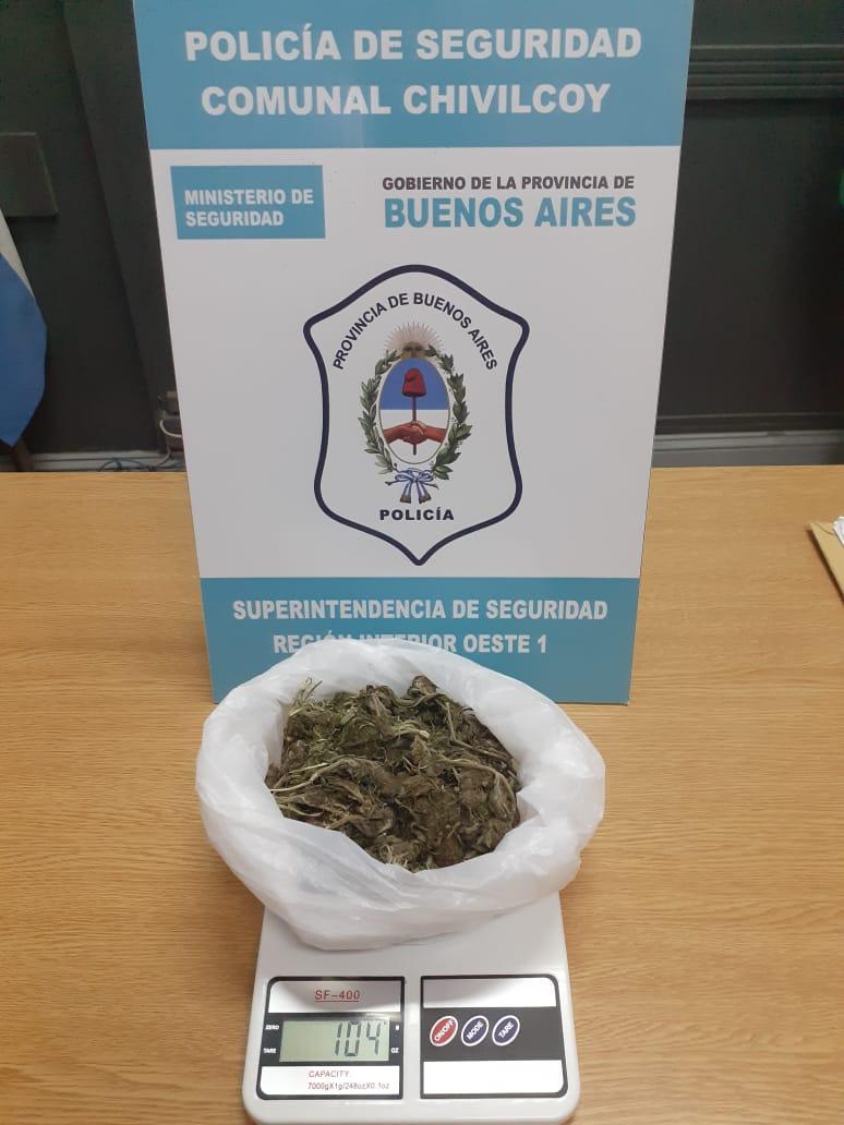 [Policía Comunal] Circulaba con una mochila con 104 grs de cogollos de marihuana para su comercialización