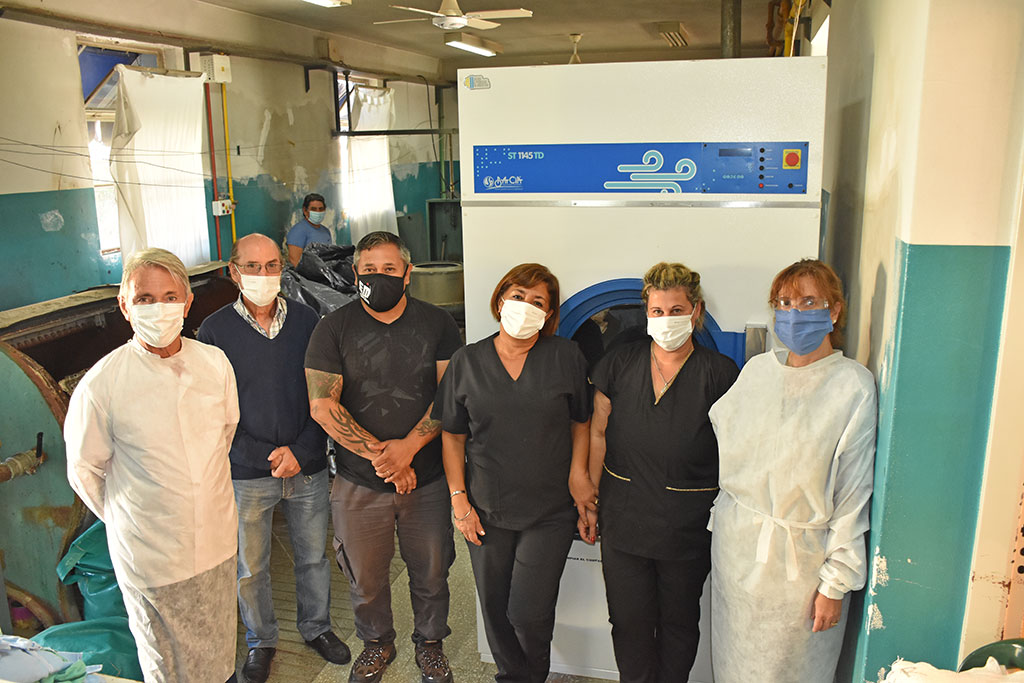 El Hospital Municipal recibió la donación de una secadora de ropa industrial para el sector de Lavandería