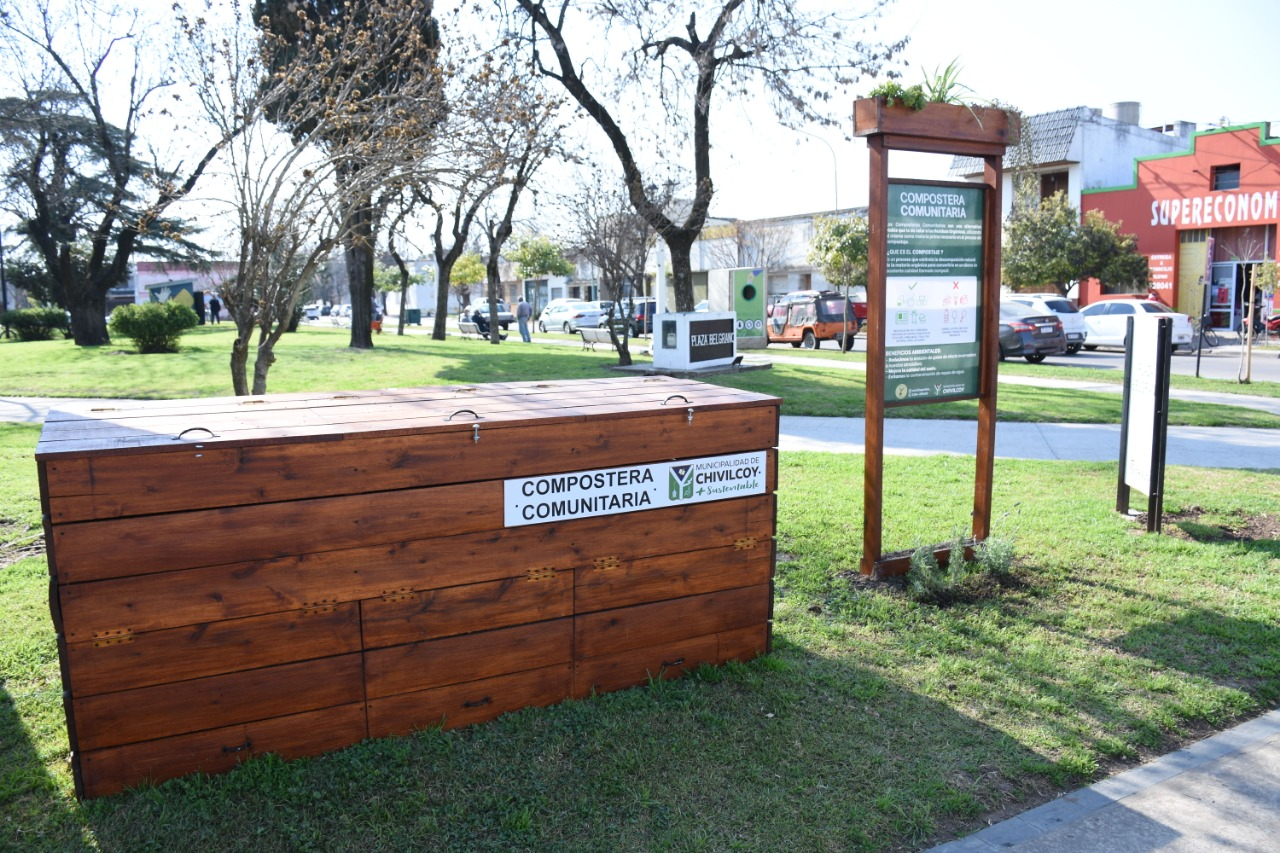 [Medio Ambiente] Continúa la coloación de composteras comunitarias y puntos limpios en el distrito de Chivilcoy