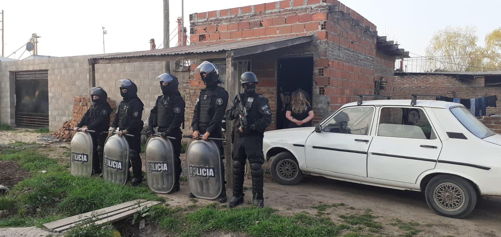 Tres detenidos por el delito de amenazas, coacción y abuso de armas de fuego