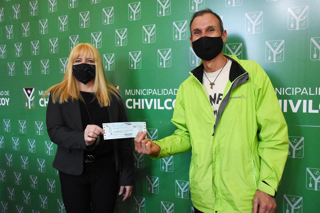 Nueva jornada de entrega de cheques a clubes y entidades deportivas